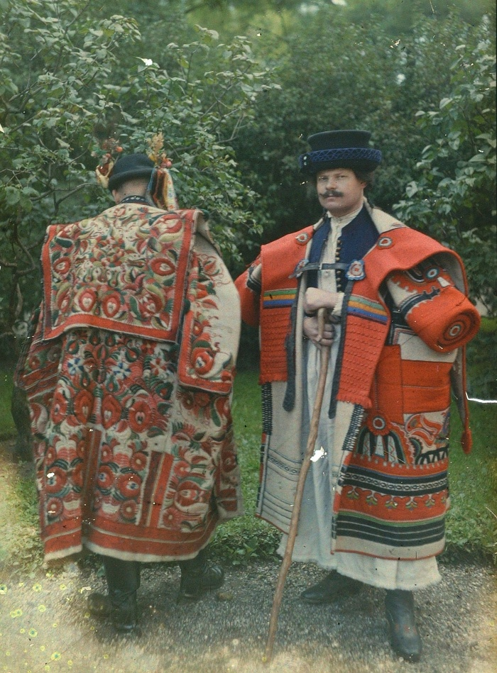 Men in the felt overcoats of Eger and Szentgál (staged image). Budapest, mid-to-late 1920s. Museum of Ethnography, NM F 325011